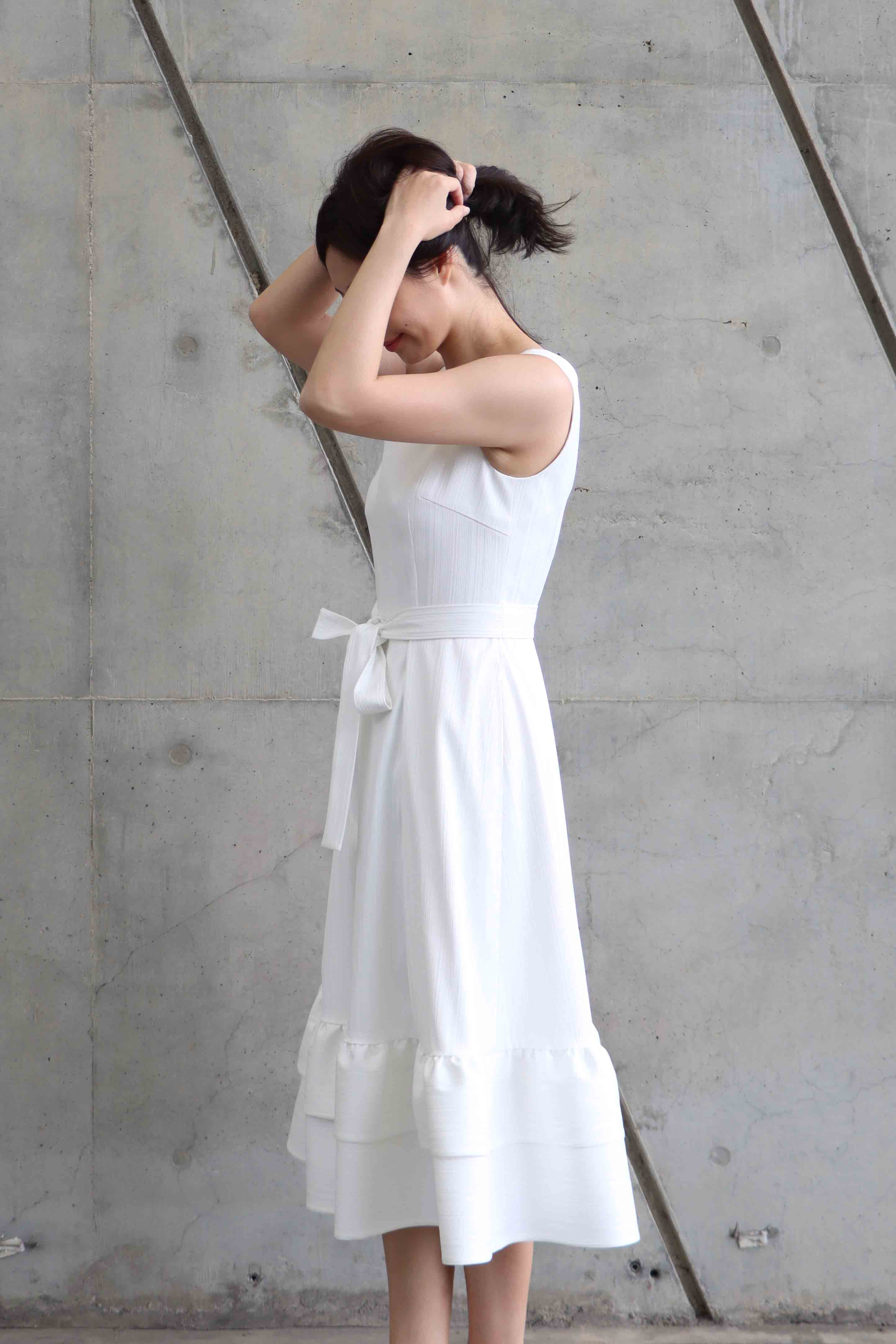 Pure-white Shoulder Strap and Stripe Large Circle Skirt