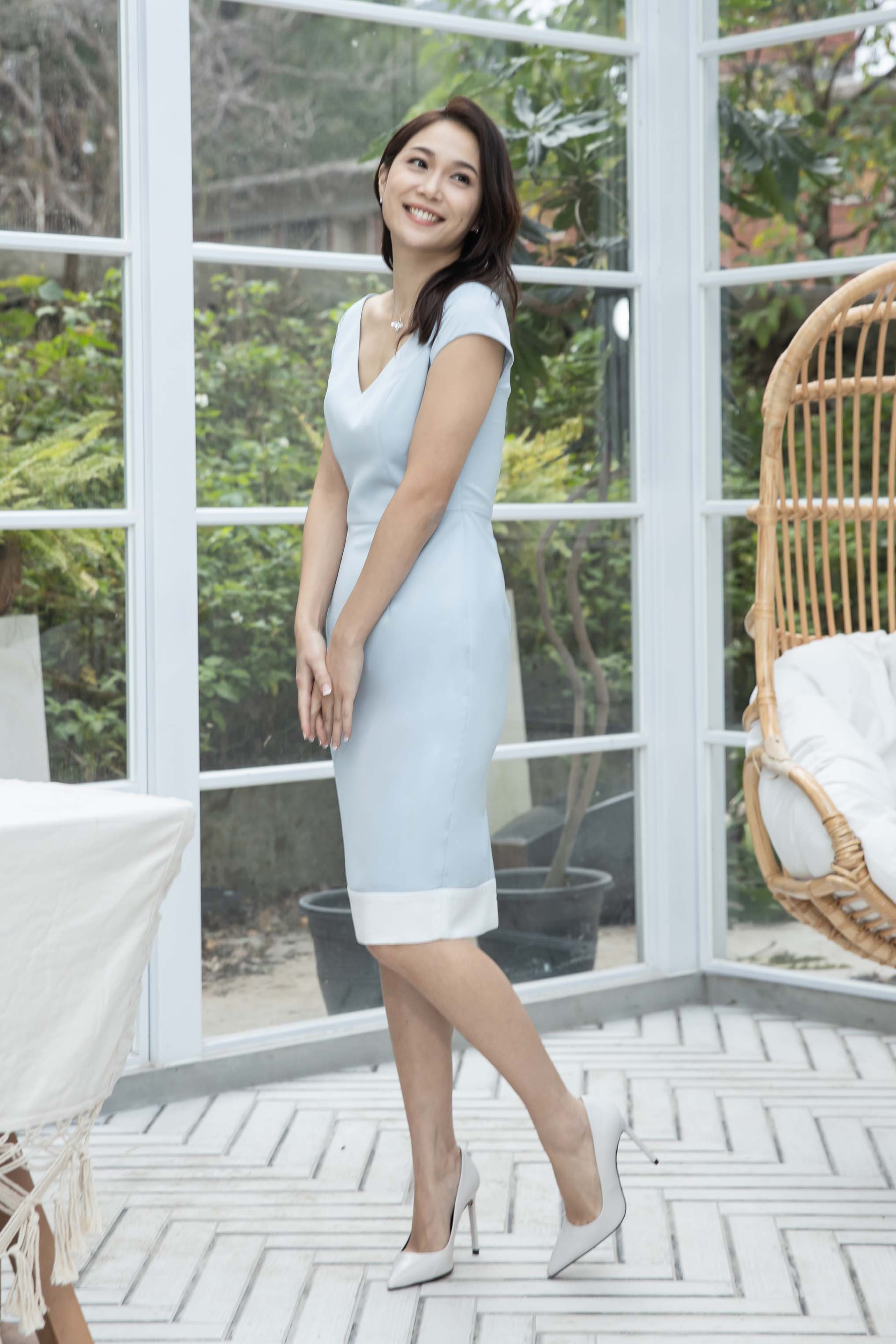 V-shape neckline light blue dress