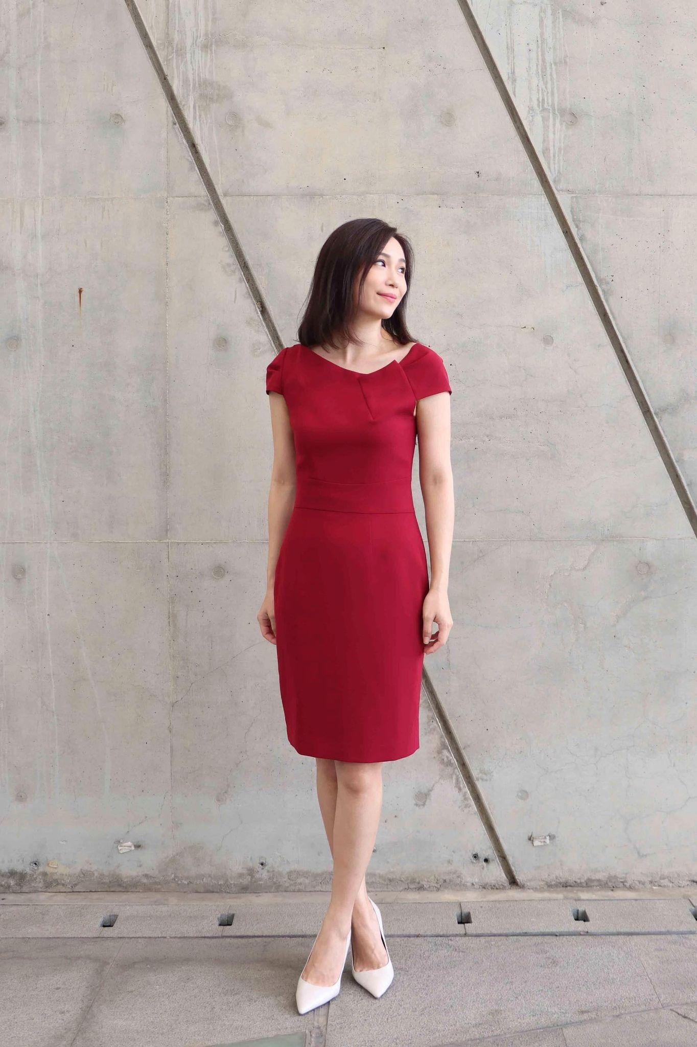 Asymmetry-sleeve Dress (red)