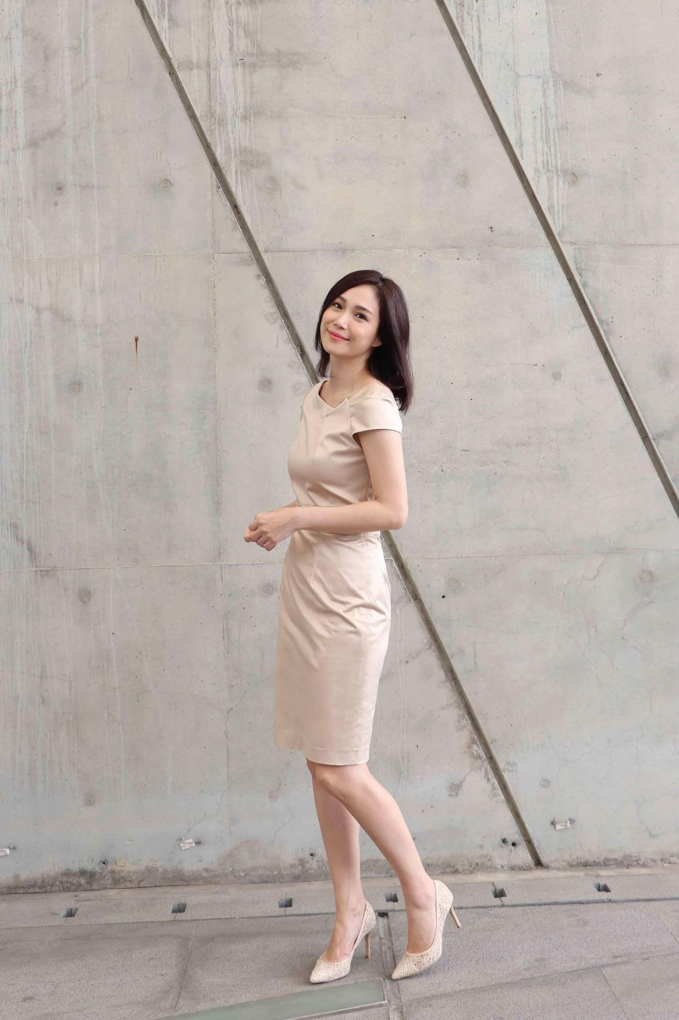 Asymmetry-sleeve Dress (two color)